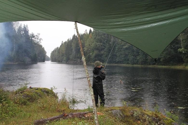 Marius fisker selv om det regner