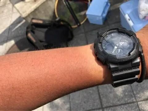 日焼けの腕