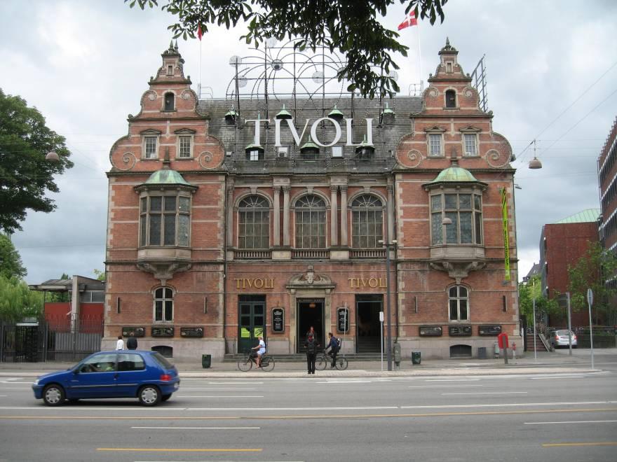 H.C. Andersen Slottet i Tivoli, set fra gaden. (PR-foto)