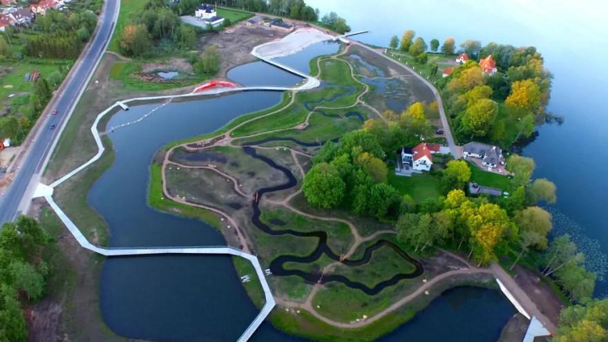 Projektet Sønæs i Viborg kombinerer rensedam med et nyskabende, rekreativt parkområde, så der både er plads til mere regnvand og til ophold, leg og læring. (Foto: Kenneth Armitzbøll)