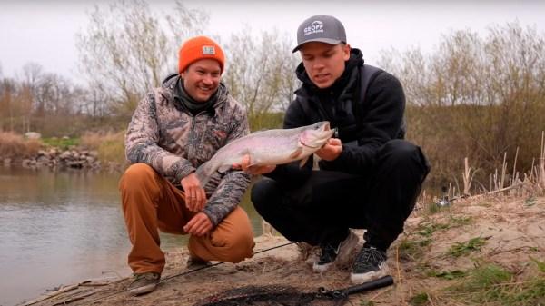 Gordon P. Henriksen og Rasmus Brohave skal lokke unge fiskere til Bornholm. (PR-foto: Destination Bornholm)