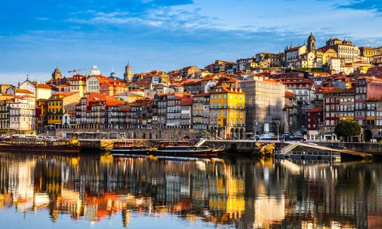 pontos turisticos de portugal praca da ribeira