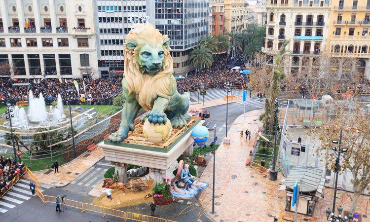 las fallas, festa mais tradicional de valencia na espanha