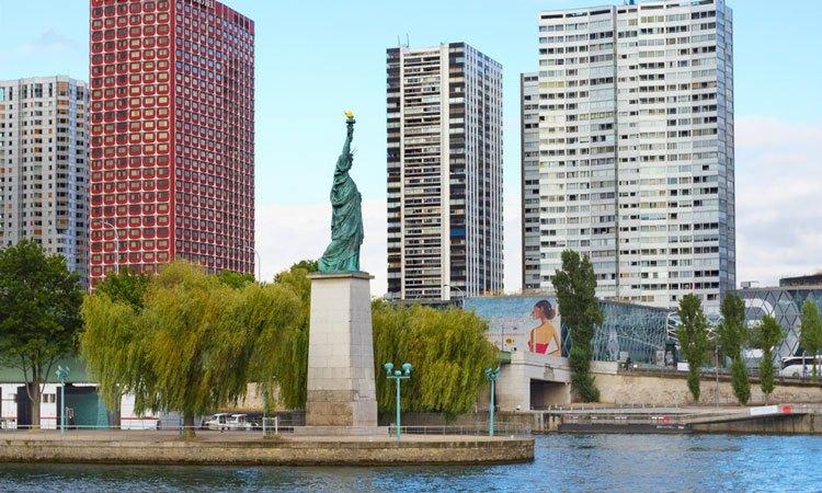 como visitar as estatuas da liberdade em paris