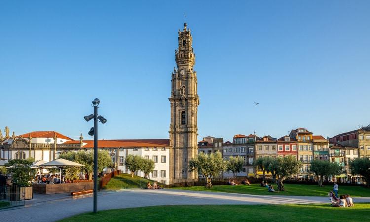 torre dos clerigos igrejas mais bonitas do porto
