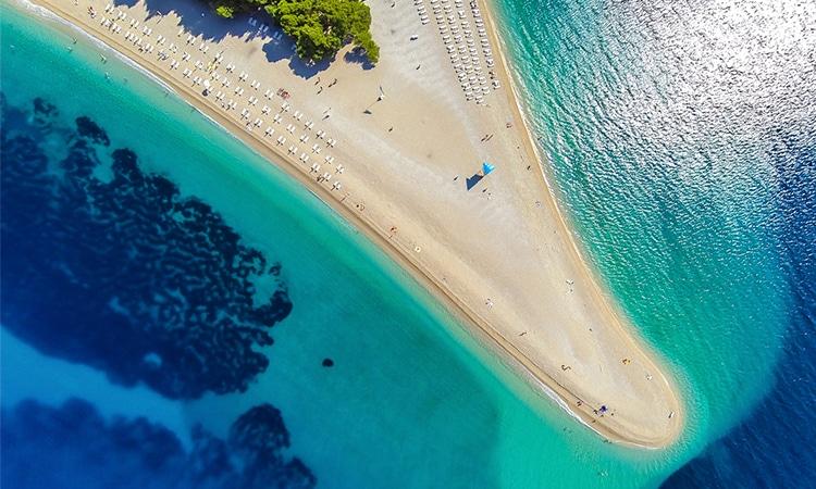 praia zlatni rat em brac na croacia