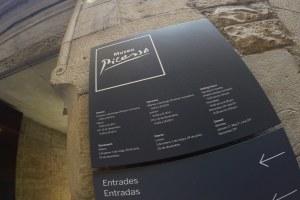 placa do museu picasso em barcelona