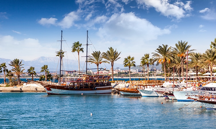 Antália na Turquia porto