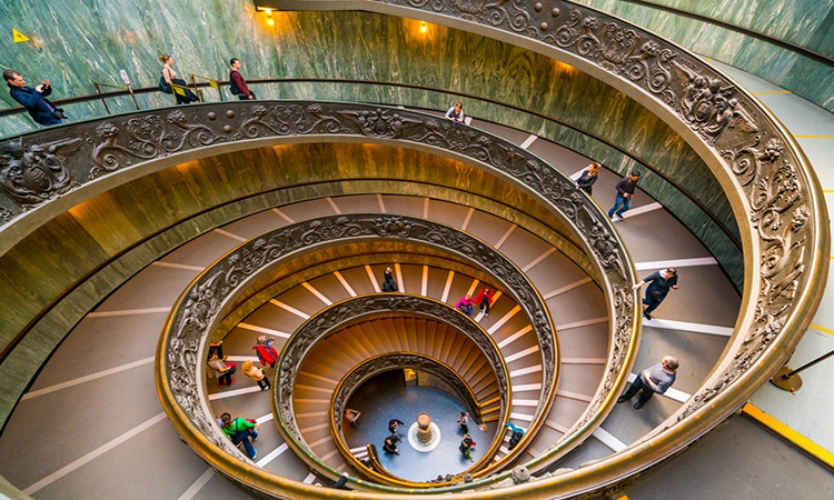 escada museu vaticano