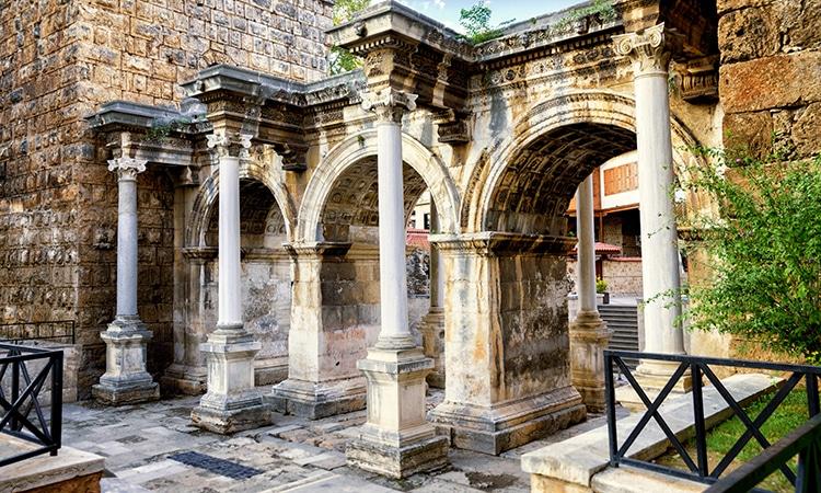 Portão de Adriano Antália na Turquia