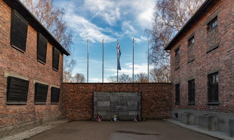 muro da morte em Auschwitz