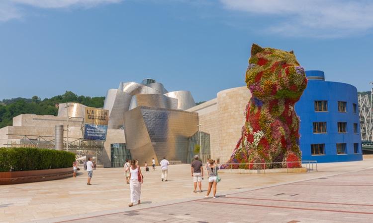 Espanha com crianças Guggenheim