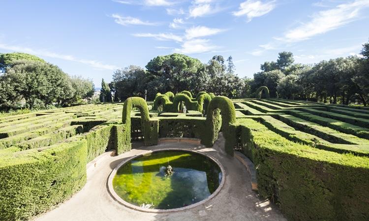 Espanha com crianças labirinto