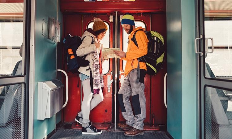 Quanto custa um mochilão pela Europa turistas no trem
