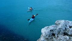 Kayak en el Golfo Nuevo, una de las grandes opciones veraniegas. Foto: Madryn Travel