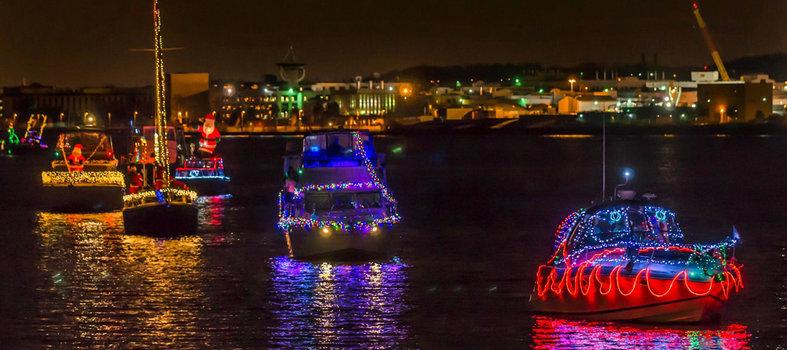 Parada das luzes nos barcos em Alexandria
