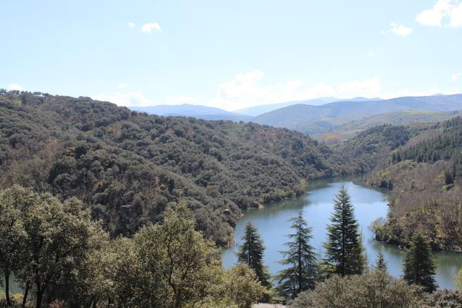 Río Boeza en la ruta de los Canteros
