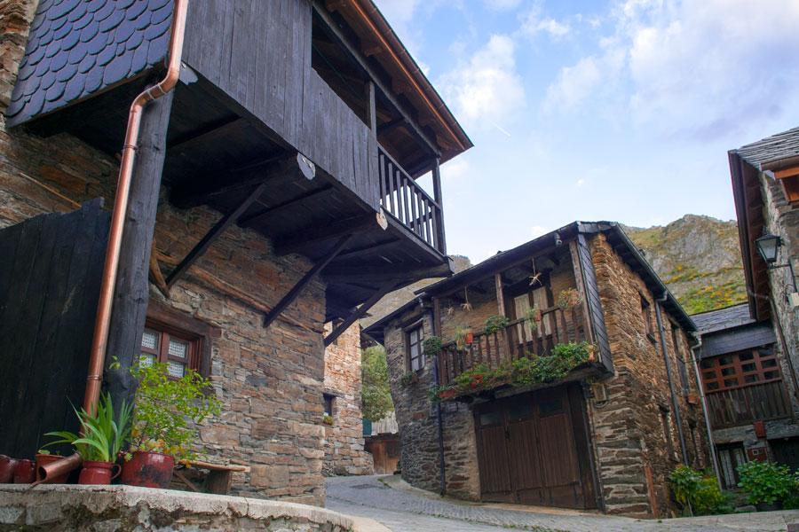 Arquitectura tradicional en Peñalba de Santiago