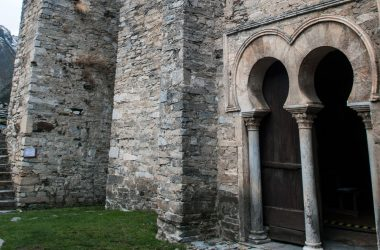 Arcos califales en la iglesia de Santiago de Peñalba