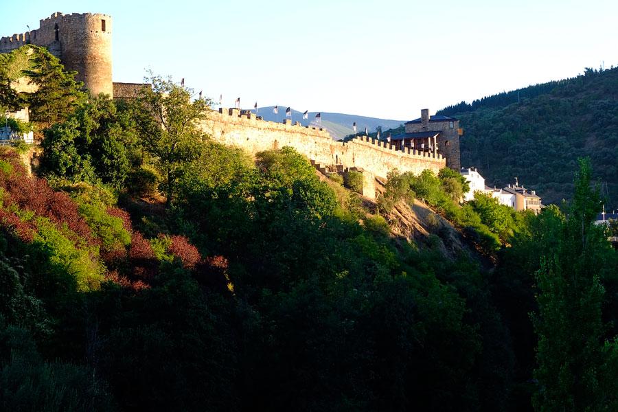 Vista general Castillo de los Templarios del río Sil