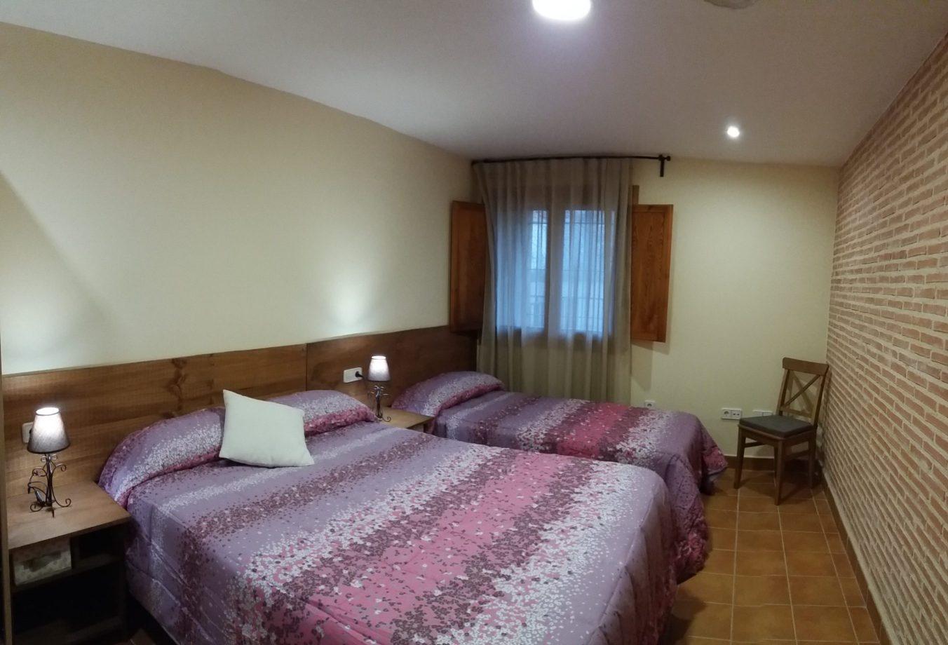 Habitacion triple casa Targanya