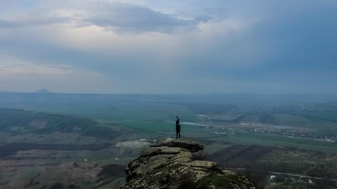 Восхождение на гору Верблюд. Города КМВ в дымке. Горный туризм