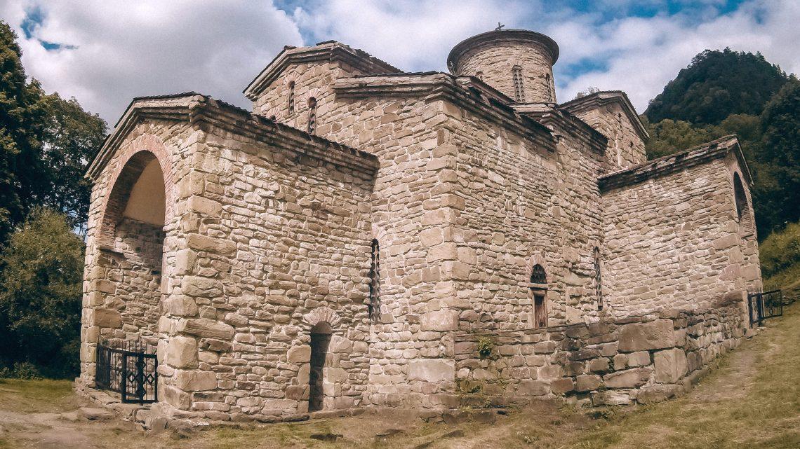 Христианские храмы X века в Архызе