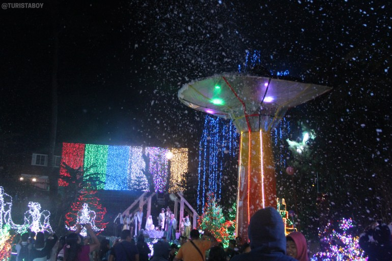 Snow machines at the Galaxy Christmas Village | Turista Boy