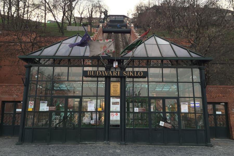 Guichê para compra de tickets para o funicular de Budapeste