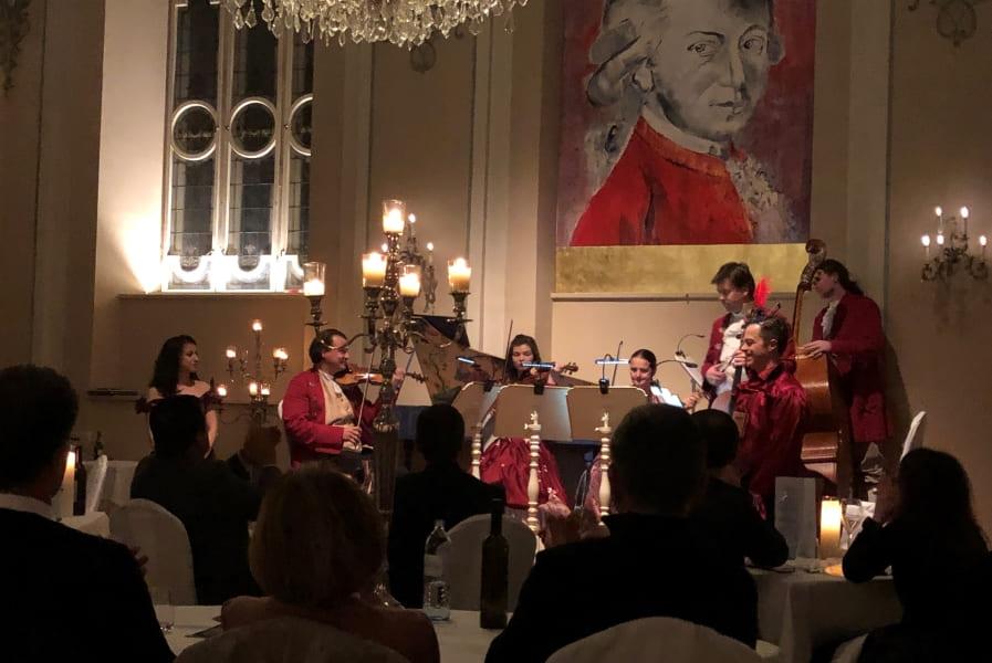 Roteiro de 3 dias em Salzburgo: jantar com concerto de Mozart.