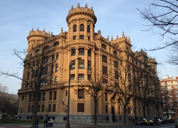 Roteiro de 3 dias em Bilbao: percorra a Gran Vía.