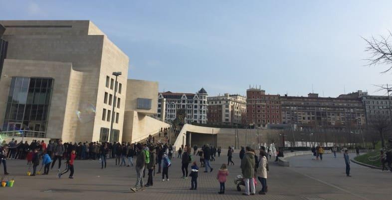 Roteiro de 3 dias em Bilbao: não perca tempo em filas e adquira seus ingressos com antecedência.
