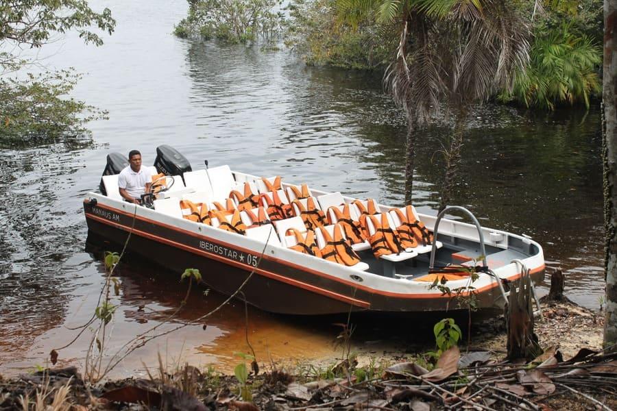 Cruzeiro na Amazônia: expedições com lanchas rápidas.