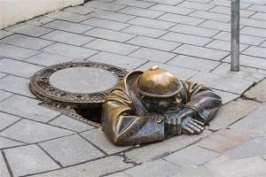 As estátuas engraçadinhas de Bratislava na Eslováquia