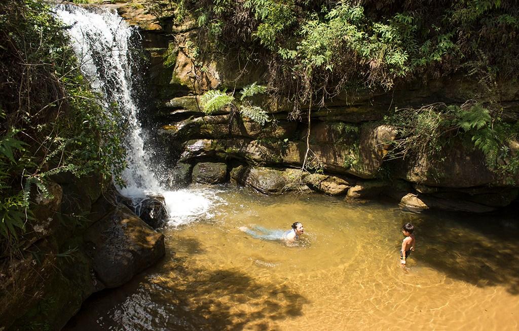 Buraco do Padre, a impressionante furna com cachoeira em Ponta Grossa.