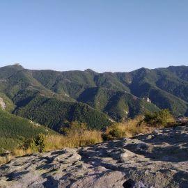 Надиплените склонове на Родопите, гледан от Белинташ