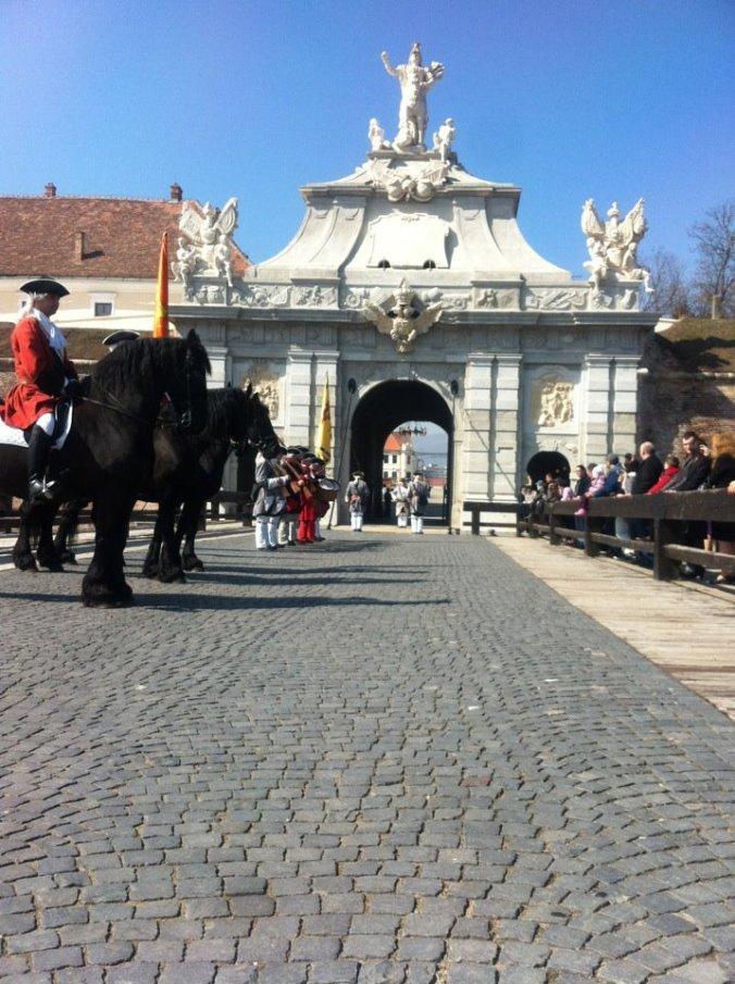 Cetatea Alba-Iulia - guard change