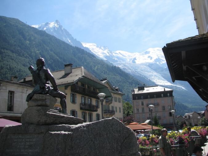 Chamonix Mont-Blanc - statue