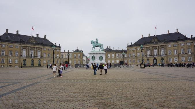 Copenhaga - amalienborg1