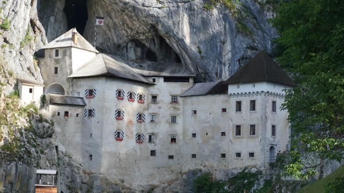 Croaziera pe Mediterana -predjama castle