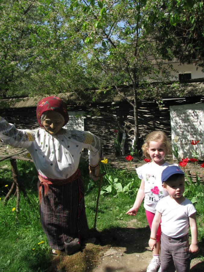 Manastirile din Moldova -parcul tematic ioan creanga humulesti