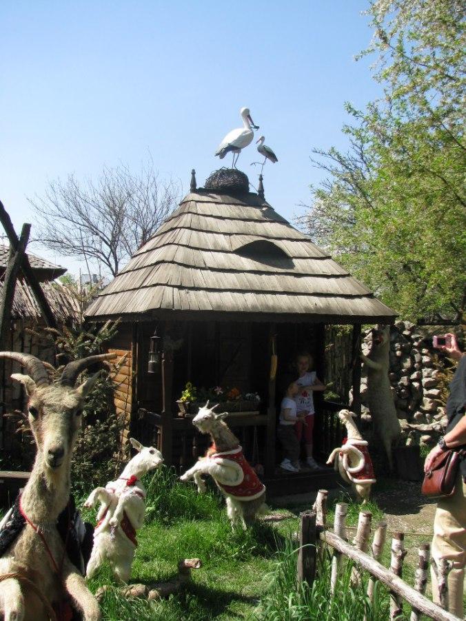Manastirile din Moldova -parcul tematic ioan creanga humulesti1