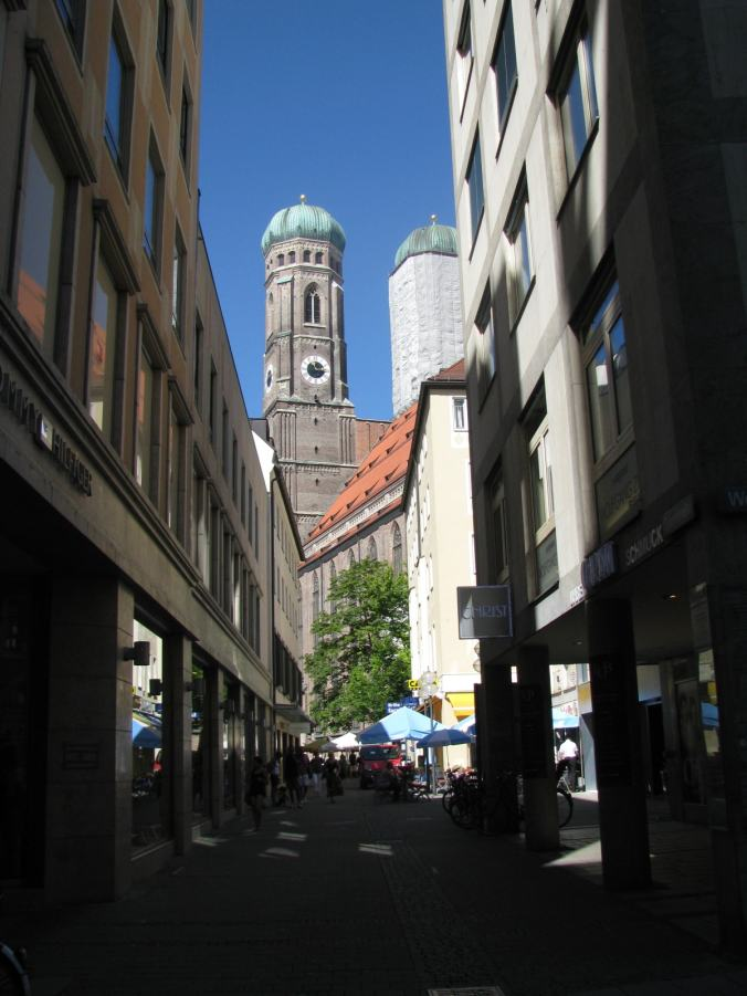 Munchen - marienplatz church