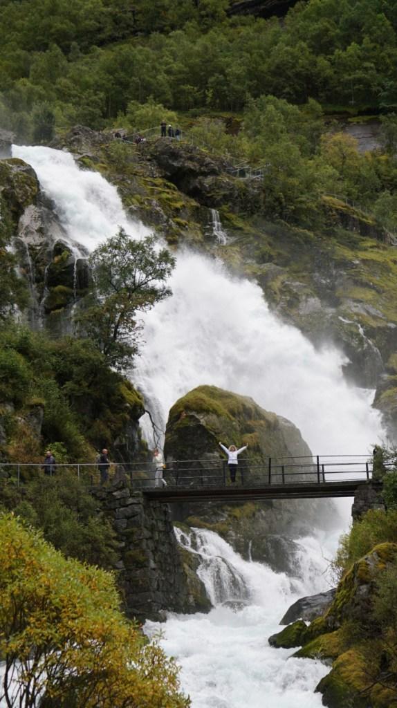 Norvegia - briksdal glacier waterfall1