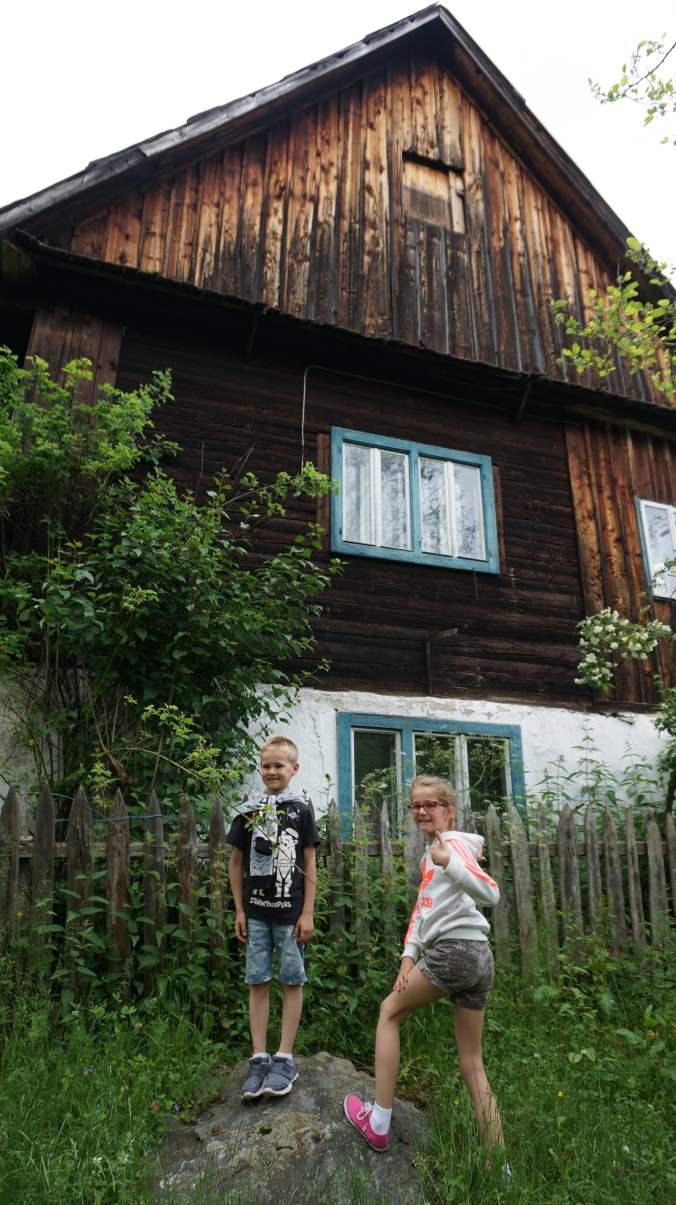 Pestera Ursilor si Scarisoara - old house