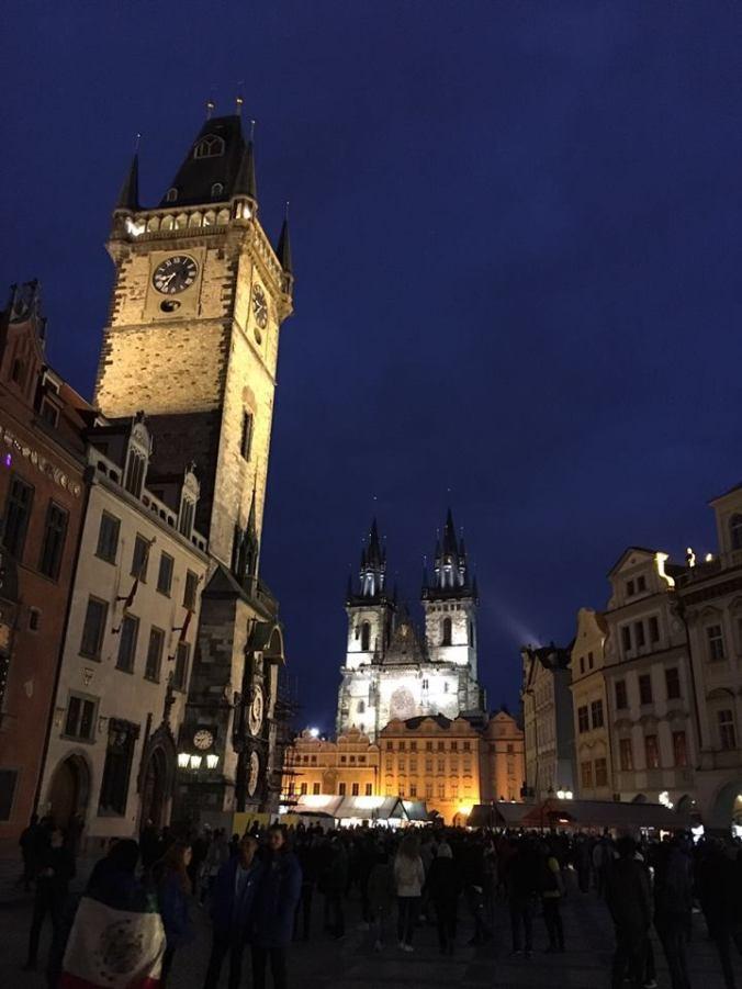 Praga - central square by night