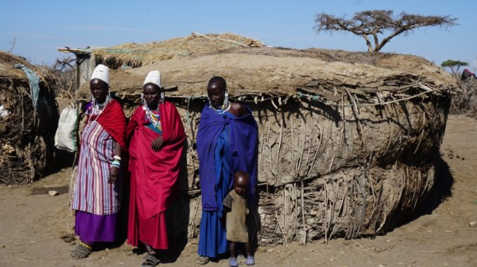 ngorongoro - masai women