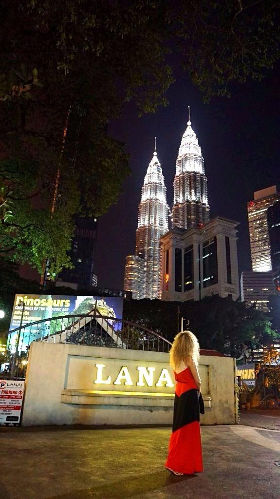 Kuala Lumpur - petronas towers by night
