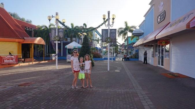 Antigua si Barbuda - heritage quay1