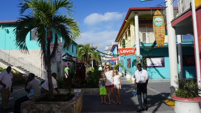 Antigua si Barbuda - heritage quay3